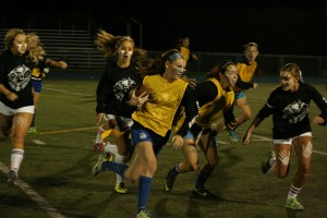 Senior and Junior white teams take win at annual powderpuff football game
