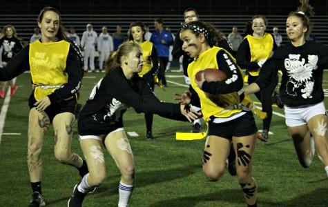 Seniors tackle final powderpuff game