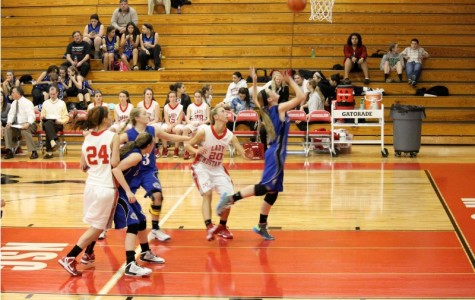 Bears lose to Mundelein 55-44 in girls' basketball