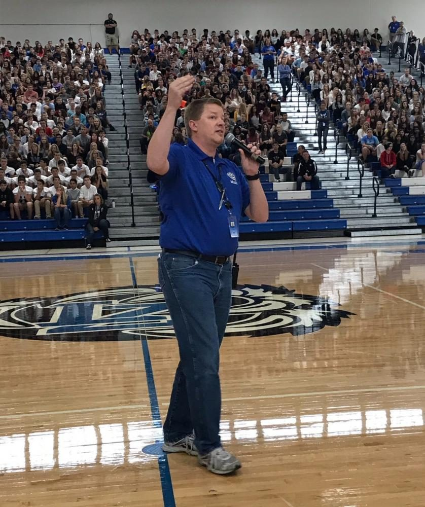 First assembly of the year filled with new policies, cheers, and approach to freshmen class