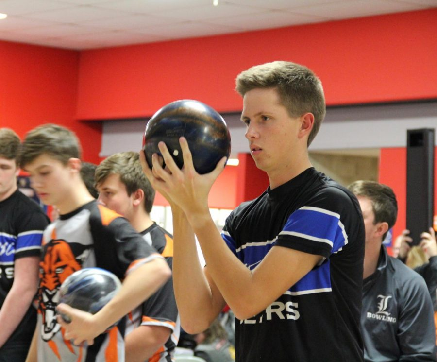 Jason+Czabaj%2C+senior%2C+prepares+to+take+a+shot+in+a+match.+Competitive+bowling+requires+a+skill+and+focus+some+people+may+not+recognize%2C+according+to+Schnur.