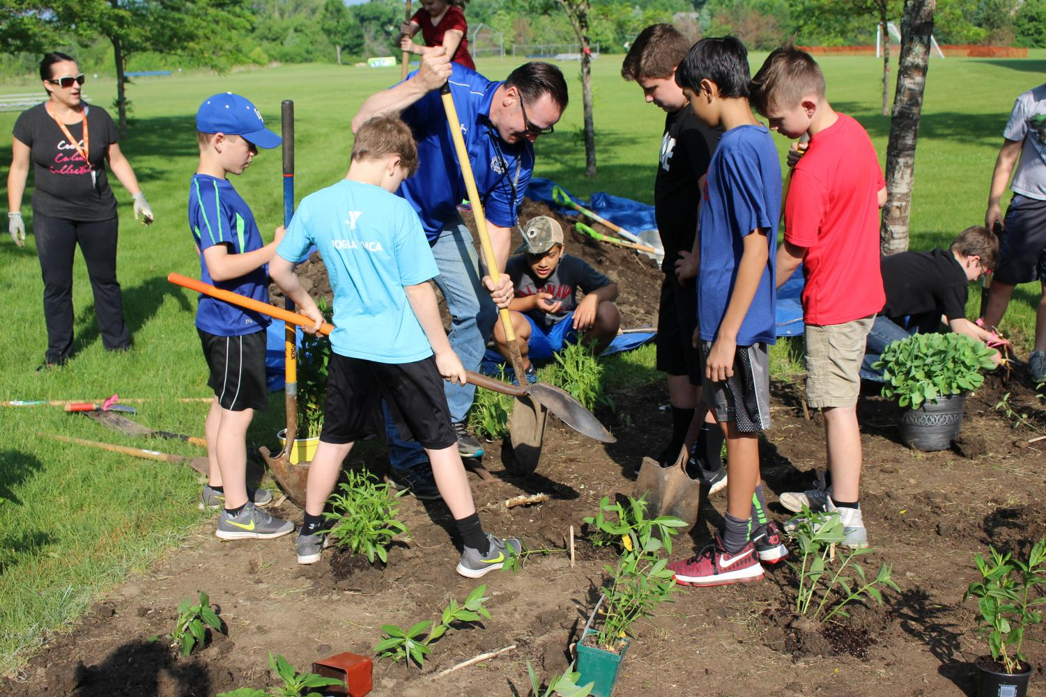 Mr.+Osburn%2C+superintendent%2C+helps+plant+a+community+garden+with+students.+The+superintendent+is+know+to+participate+in+community+events+like+this%2C+and+has+been+for+the+last+three+years+he+has+been+in+Lake+Zurich.