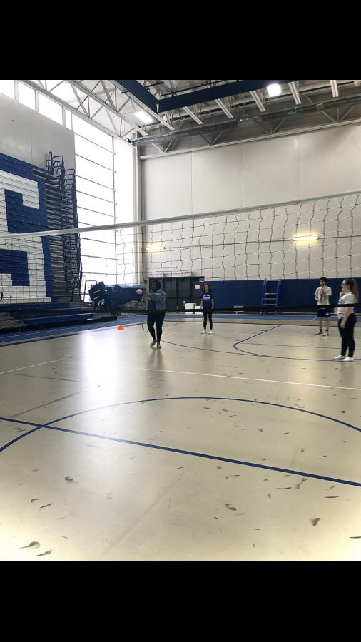Students play eclipse ball in their PE class. With the new exemption change announcement, student-athletes are already starting to react to the changes to take place next year.